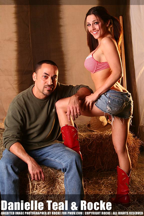 http://www.pmdv.com/models/motm0208/daniellebyrocke8107_9x6.jpg